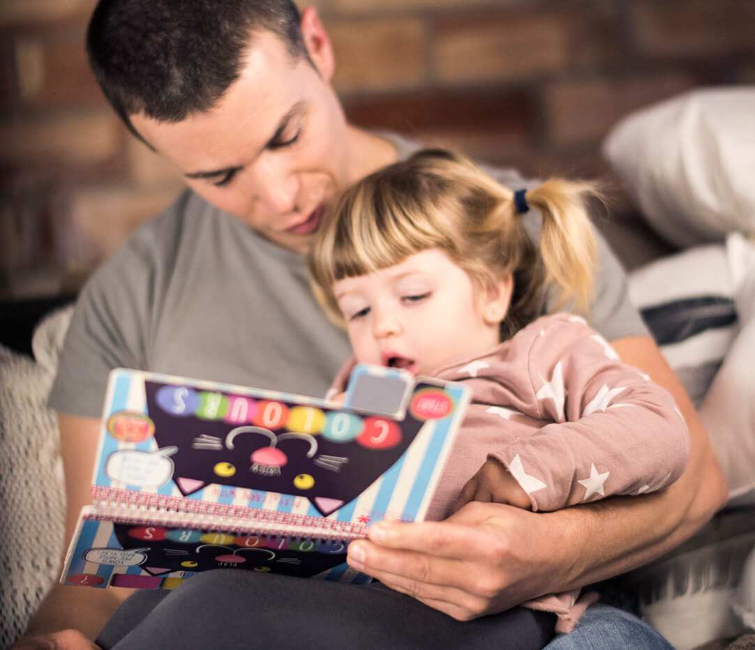 Descubre el libro Play&Learn with Colours de Kids&Us